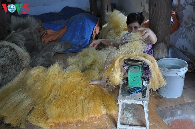 El oficio de elaborar tallarines de maranta en la aldea de Cu Da  - ảnh 2
