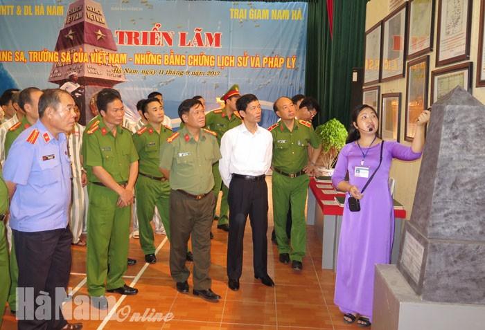 """Celebran en Ha Nam la Exposición """"Hoang Sa y Truong Sa de Vietnam, evidencias históricas y jurídicas - ảnh 1"""