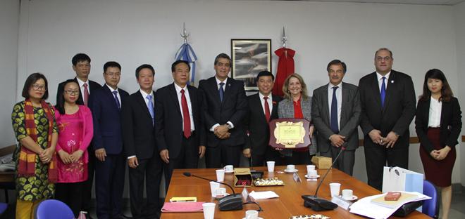 Vietnam busca afianzar cooperación parlamentaria con Argentina - ảnh 1