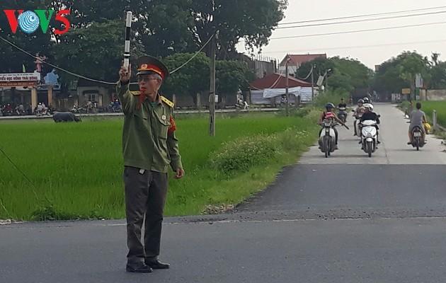Pham Duc Hanh, veterano de guerra dedicado a la garantía de la seguridad vial  - ảnh 1