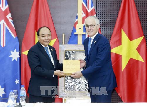 El premier vietnamita se reúne con líderes participantes en la Cumbre del APEC 2017 - ảnh 1