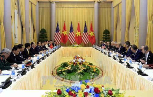 Líderes de Vietnam y Estados Unidos sostienen conversaciones bilaterales  - ảnh 1