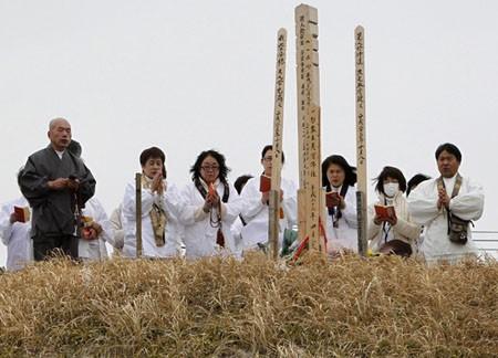 Gedenken an die Tsunami-und Erdbebenopfer in Japan - ảnh 1