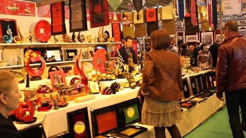 Vietnamesische Handwerksprodukte sind auf Pariser Messe beliebt - ảnh 1