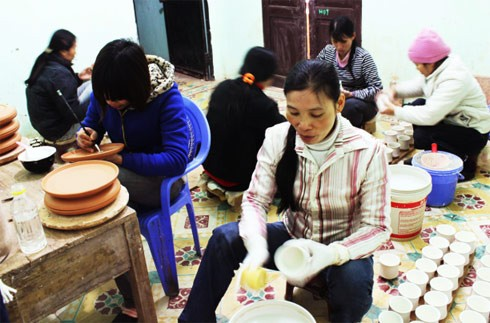 Hanoi: Meister aus dem Keramikdorf Bat Trang wurden geehrt - ảnh 1