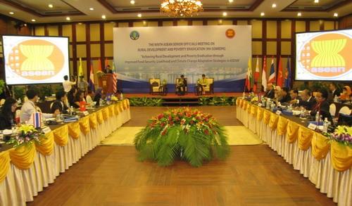 ASEAN-Politiker diskutieren über Armutsbekämpfung - ảnh 1