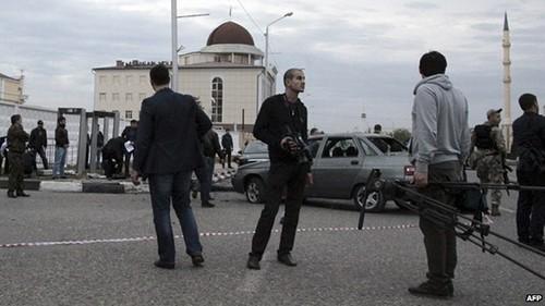 Vier Polizisten kommen bei Bombenanschlag in Tschetschenien ums Leben - ảnh 1