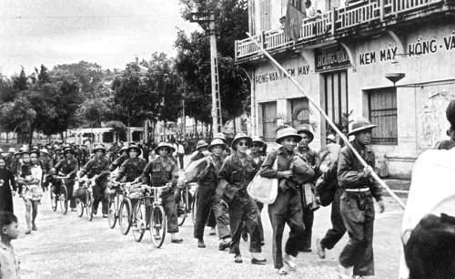 """""""Hanoi am Befreiungstag"""" im Augen der Zeitzeugen - ảnh 3"""