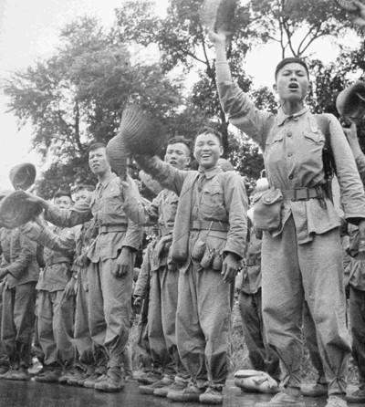 """""""Hanoi am Befreiungstag"""" im Augen der Zeitzeugen - ảnh 5"""