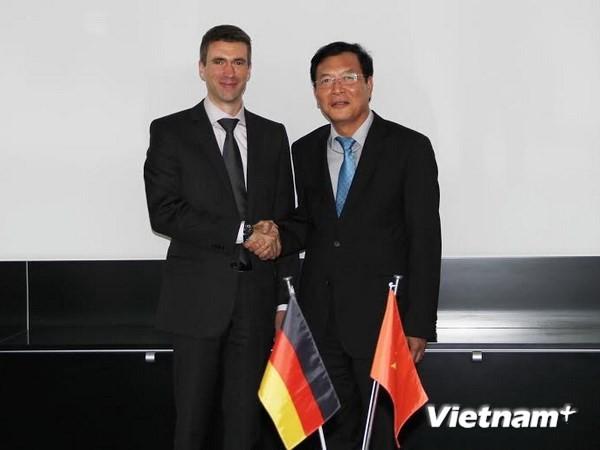 Bildungsminister Pham Vu Luan zu Gast in Deutschland - ảnh 1