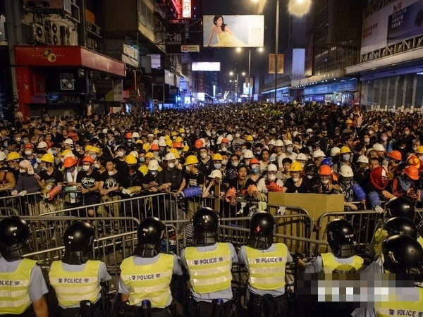 Hongkongs Polizei verhaftet acht Demonstranten in Mong Kok - ảnh 1