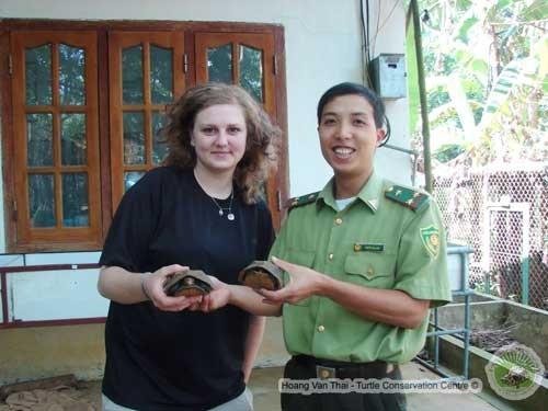 Sarah Wahl aus Deutschland kämpft für bedrohte vietnamesische Schildkröten - ảnh 1