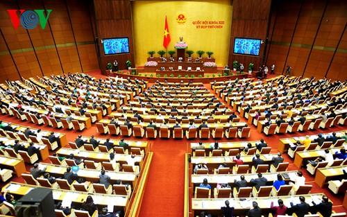 Parlamentarier diskutieren über das geänderte Gesetz zur Vaterländischen Front Vietnams - ảnh 1