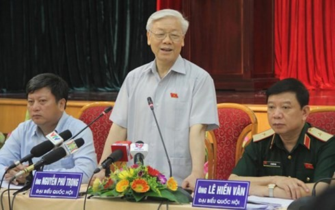 KPV-Generalsekretär Nguyen Phu Trong trifft Wähler in Hanoi - ảnh 1