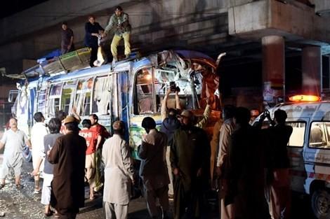 Elf Menschen kommen bei Bombenanschlag in Pakistan ums Leben - ảnh 1
