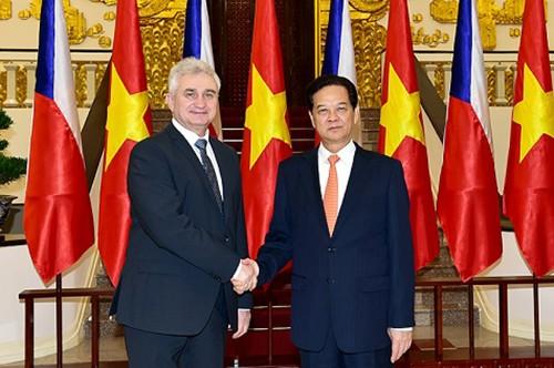 Premierminister Nguyen Tan Dung emfängt Präsident des tschechischen Senats Milan Štěch - ảnh 1