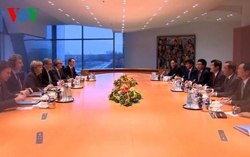 Staatspräsident Truong Tan Sang trifft deutsche Bundeskanzlerin Angela Merkel - ảnh 1