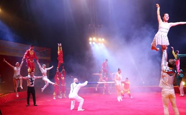 Eröffnung des internationalen Zirkusfestivals 2016 - ảnh 1