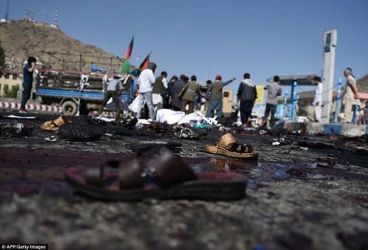Afghanistan: IS-Milizen bekennen sich zu Bombenanschlag in Kabul - ảnh 1