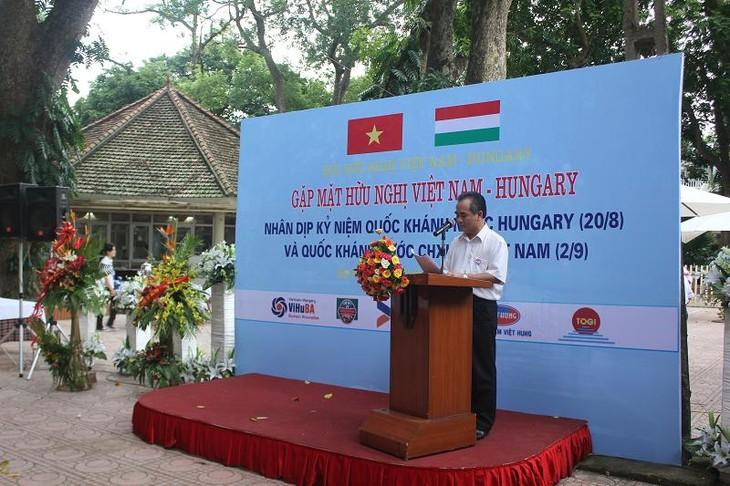 Freundliches Treffen zur Verstärkung der Zusammenarbeit zwischen Vietnam und Ungarn - ảnh 1