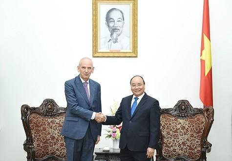 Vietnamesischer Premierminister empfängt Botschafter aus Portugal und Serbien - ảnh 1