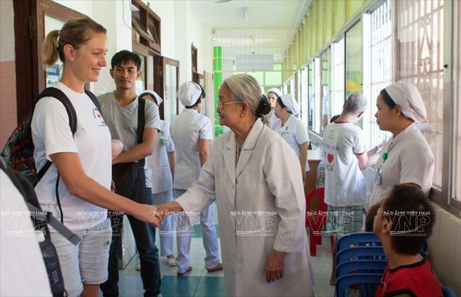 Ta Thi Chung Ärztin des Volkes - ảnh 1