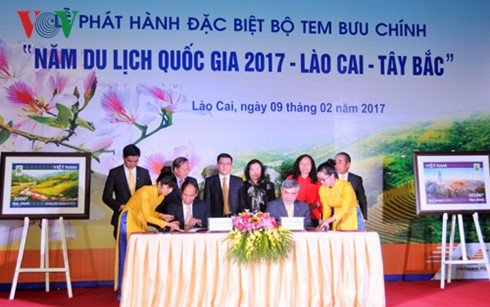"""Briefmarkenkollektion zum """"Jahr des nationalen Tourismus Lao Cai-Tay Bac"""" - ảnh 1"""