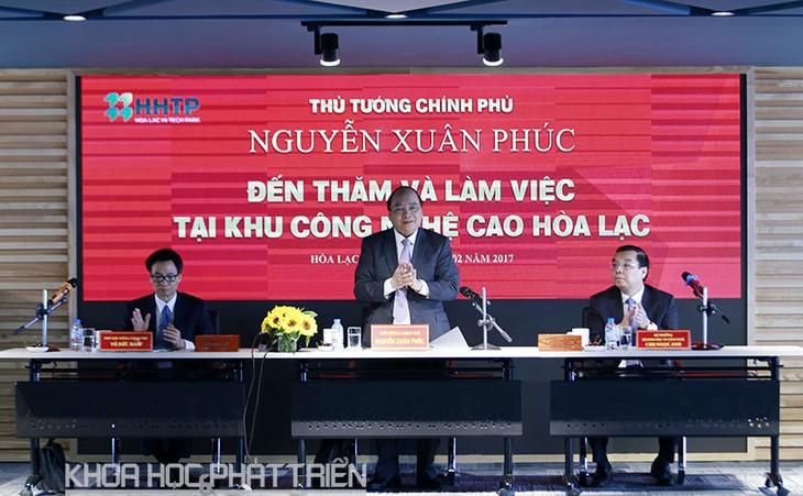 Premierminister Nguyen Xuan Phuc tagt mit Verwaltungsrat der Hochtechnologiezone Hoa Lac - ảnh 1