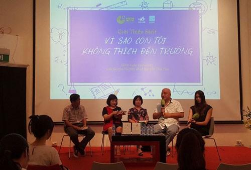 """Buchpräsentation: """"Anna, die Schule und der liebe Gott"""" von Richard David Precht in Hanoi - ảnh 1"""