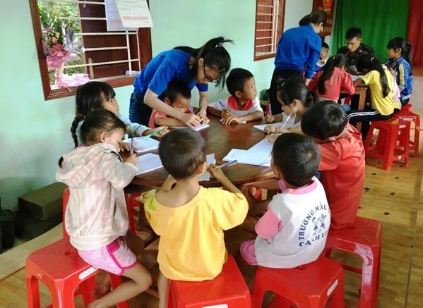 Die Jugendliche engagieren sich für die Freiwilligenarbeit im Sommer - ảnh 1