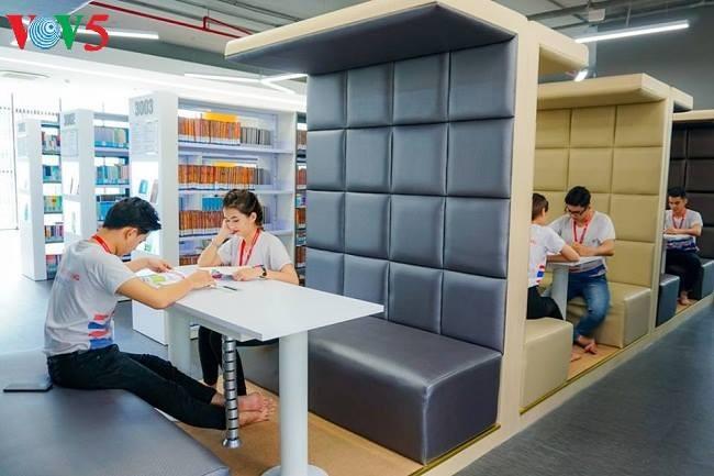 Hightech-Bibliothek bringt den Studenten Motivation - ảnh 1