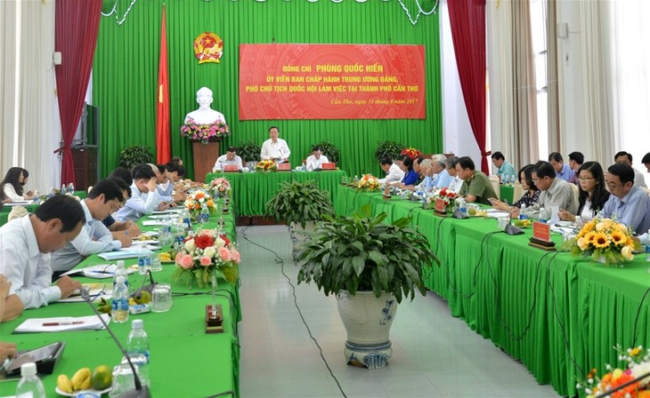 Vizeparlamentspräsident Phung Quoc Hien: Die regionalen Verbindungen im Mekong-Delta verstärken - ảnh 1