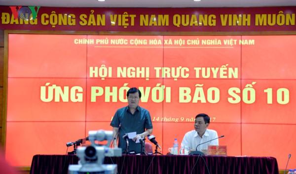 Vizepremierminister Trinh Dinh Dung ordnet höchste Bereitschaft bei Begegnung mit Taifun Doksuri an - ảnh 1