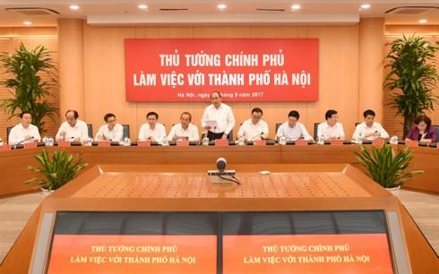 Premierminister Nguyen Xuan Phuc tagt mit Leitern der Stadt Hanoi - ảnh 1