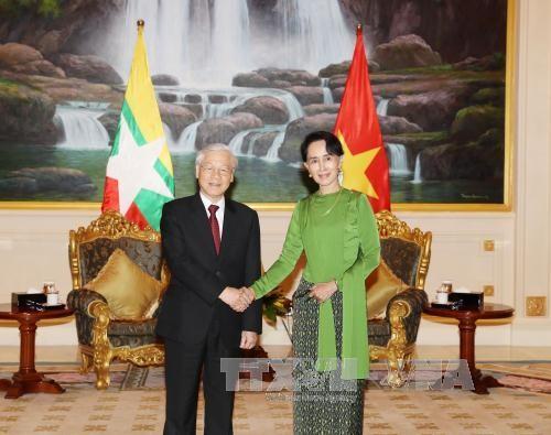 ທ່ານເລຂາທິການໃຫຍ່ ຫງວຽນຟູຈ້ອງ ພົບປະເຈລະຈາກັບທີ່ປຶກສາແຫ່ງລັດ ມຽນມາ Aung San Suu Kyi - ảnh 1