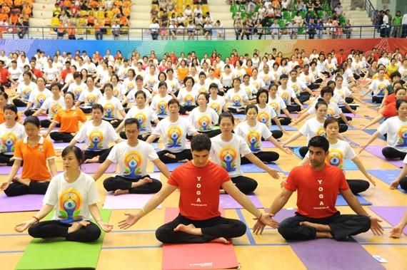 """ສູນວັດທະນະທຳອິນເດຍປະຈຳຮ່າໂນ້ຍຈັດຕັ້ງກອງປະຊຸມສຳມະນາ """"Yoga ເພື່ອສຸຂະພາບແຂງແຮງ"""" - ảnh 1"""