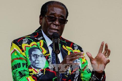 ພັກກຳນຳນາດ ຊີມບຳເວ ກຳນົດເວລາສຸດທ້າຍໃຫ້ປະທານາທິບໍດີ Robert Mugabe ລາອອກຈາກຕຳແໜ່ງ - ảnh 1