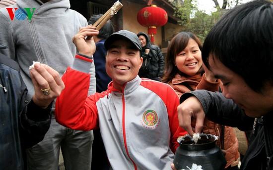 Reiskochwettbewerb im Dorf Thi Cam  - ảnh 10