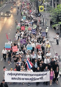 Thailändische Opposition organisiert Demonstration gegen Entwurf des Amnestiegesetzes - ảnh 1