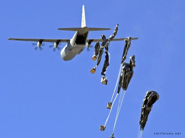 USA versorgen Kurden in Kobane mit Waffen - ảnh 1