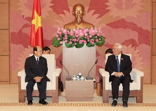 Vizeparlamentspräsident Uong Chu Luu empfängt eine laotische Delegation - ảnh 1