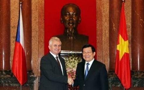 Staatspräsident Truong Tan Sang empfängt Präsident des tschechischen Oberhauses - ảnh 1