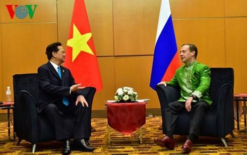 Premierminister Nguyen Tan Dung trifft beim ASEAN-Gipfel Spitzenpolitiker der Welt - ảnh 1