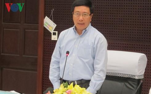 Vizepremierminister Pham Binh Minh überprüft Vorbereitung der APEC-Konferenz in Danang - ảnh 1