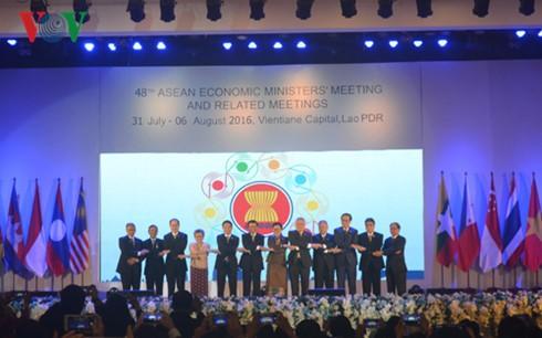 AEM-Konferenz schafft Grundlage für erfolgreiche ASEAN-Gemeinschaft - ảnh 1