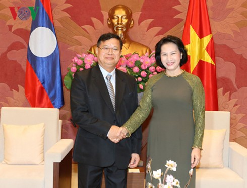 Parlamentspräsidentin Nguyen Thi Kim Ngan trifft laotischen Vizeparlamentspräsidenten - ảnh 1