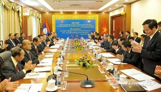 Vietnam und Laos wollen Zusammenarbeit der Fronten vertiefen - ảnh 1