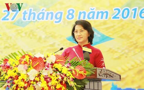 Parlamentspräsidentin Nguyen Thi Kim Ngan leitet Konferenz der hauptamtlichen Abgeordneten - ảnh 1