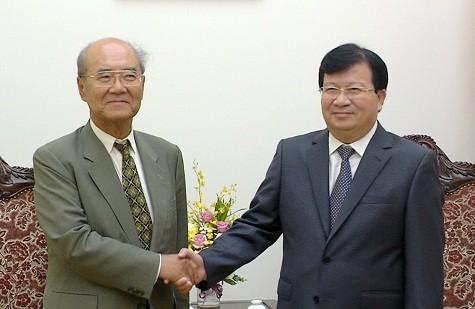 Vizepremierminister Trinh Dinh Dung empfängt ehemaligen Generaldirektor der UNESCO - ảnh 1