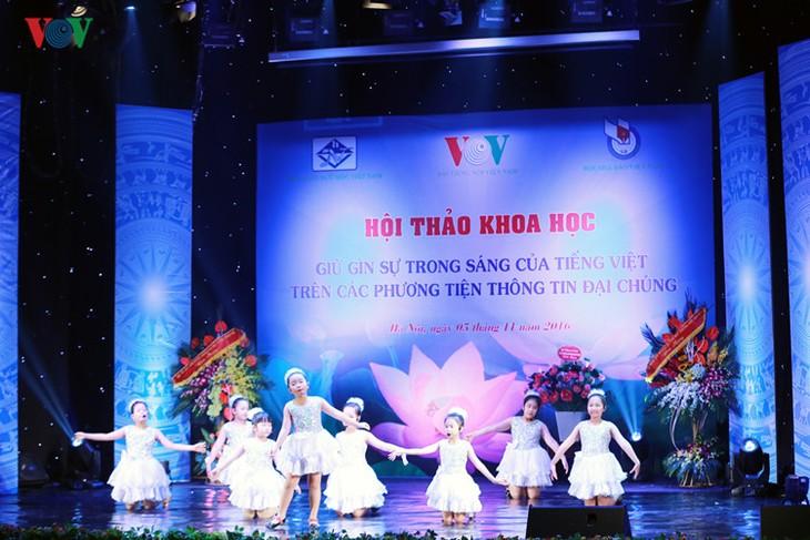 """Nationales Wissenschaftsforum über """"Bewahrung der vietnamesischen Sprache in den Massenmedien - ảnh 1"""